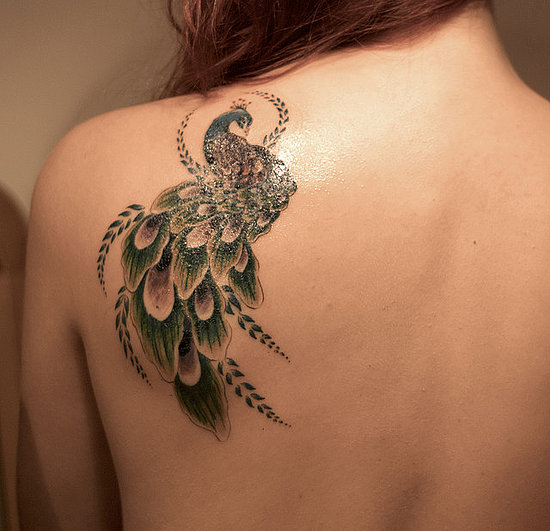tatouagefemmepaonepaule.jpg